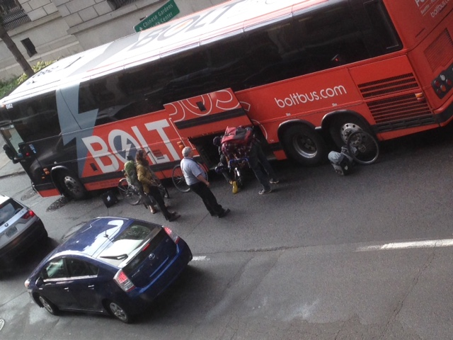Bolt Bus reduces Everett to 1 lane during rush hour